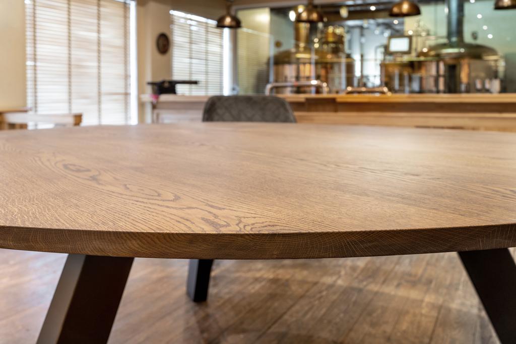 afgewerkte houten tafelbladen